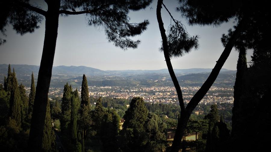 Zur Ergänzung des Textes: Blick auf Florenz von Fiesole aus. Pin it Button für das Netzwerk Pinterest.