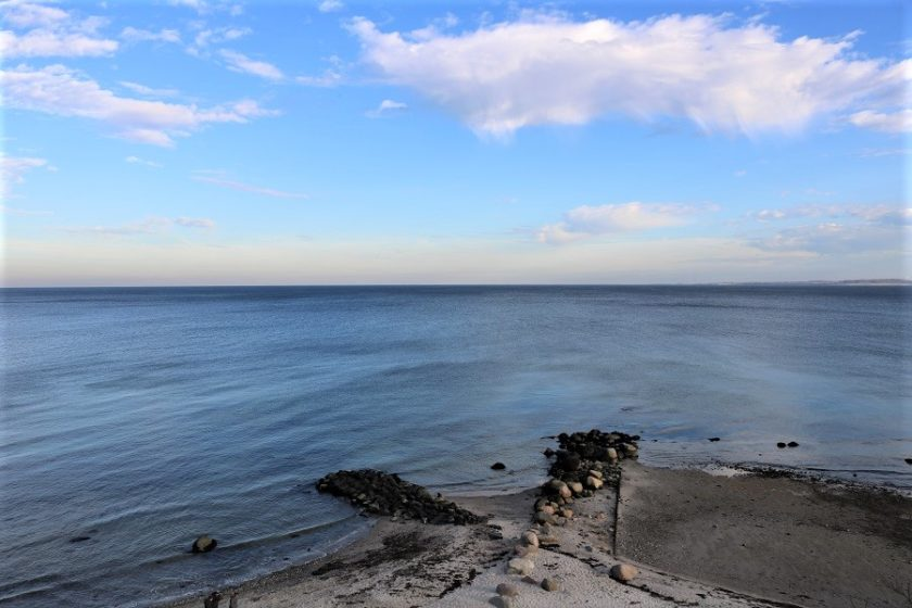 Zur Ergänzung des Textes. Blick zum Horizont der Ostsee von Hohwacht aus.
