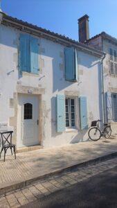 Île de Ré - weiße Häuserfassade in Ars-en-Ré