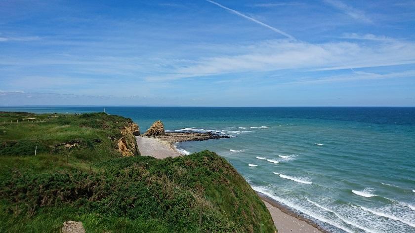 Normandie Sehenswürdigkeiten Blick auf den Felsen Pointe du Hoc