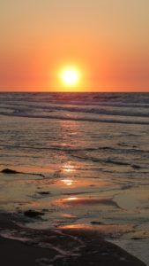 Normandie Sehenswürdigkeiten: Sonnenuntergang am Juno Beach