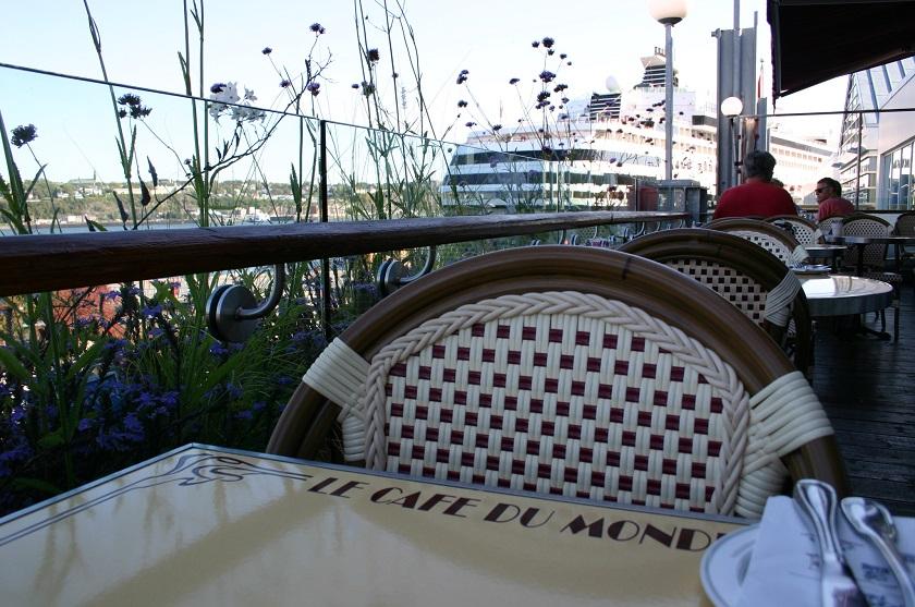 Tisch im Le Café du Monde, Québec City, Kanada